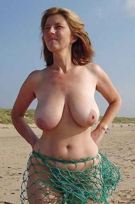 Gros seins petits mamelons